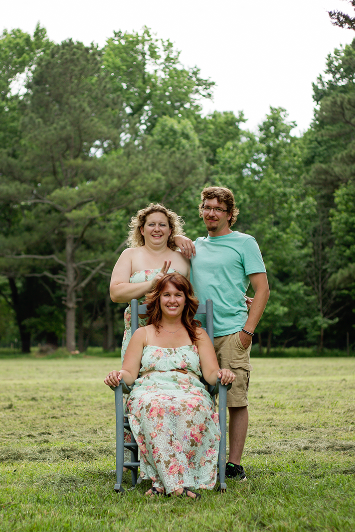 siblings-pose-field-virginia-beach-photographers-n-nicely-photography