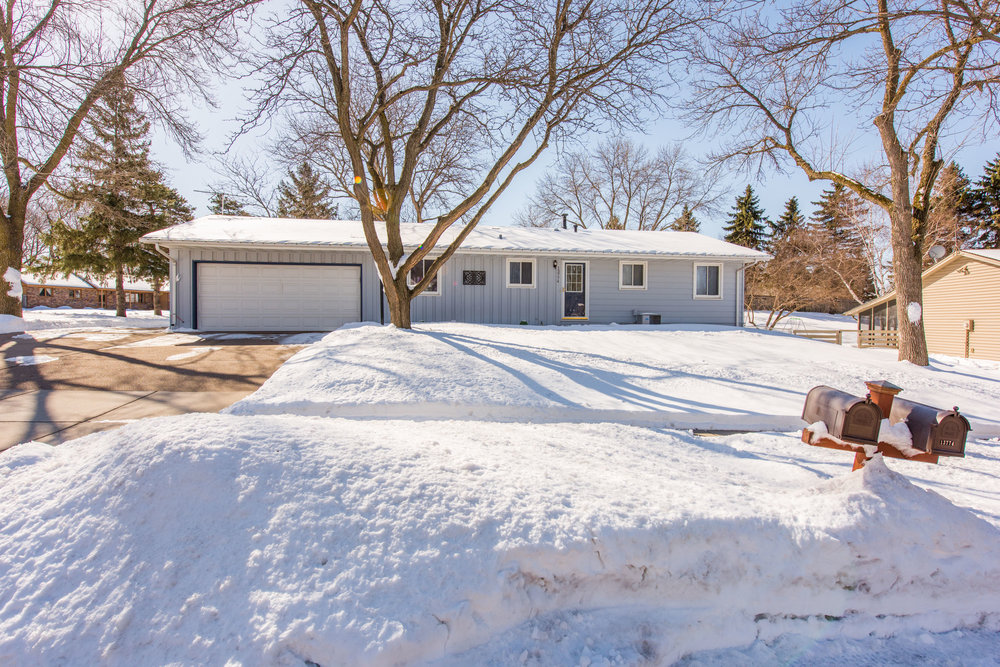 13774 Fordham Ave, Apple Valley, MN-3.jpg