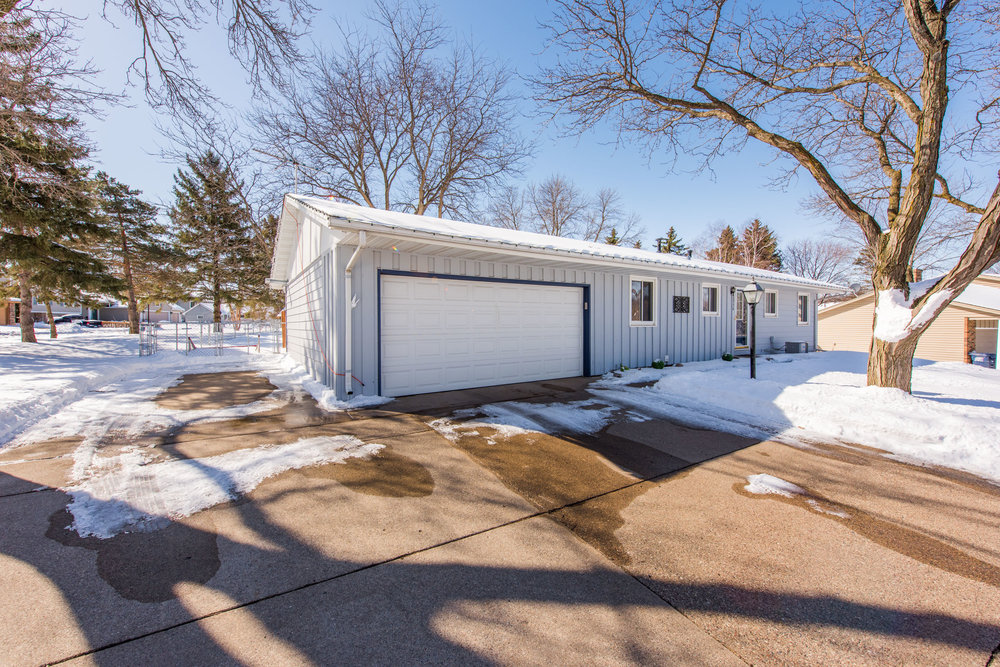 13774 Fordham Ave, Apple Valley, MN-5.jpg