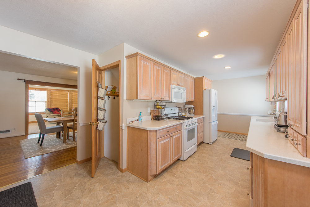 13774 Fordham Ave, Apple Valley, MN-8.jpg