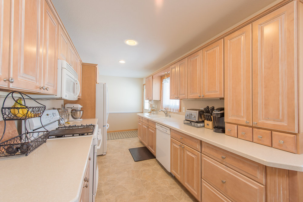 13774 Fordham Ave, Apple Valley, MN-7.jpg