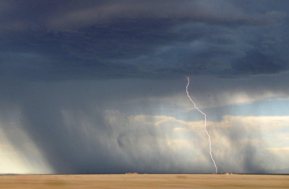 lightning-945430_1920.jpg