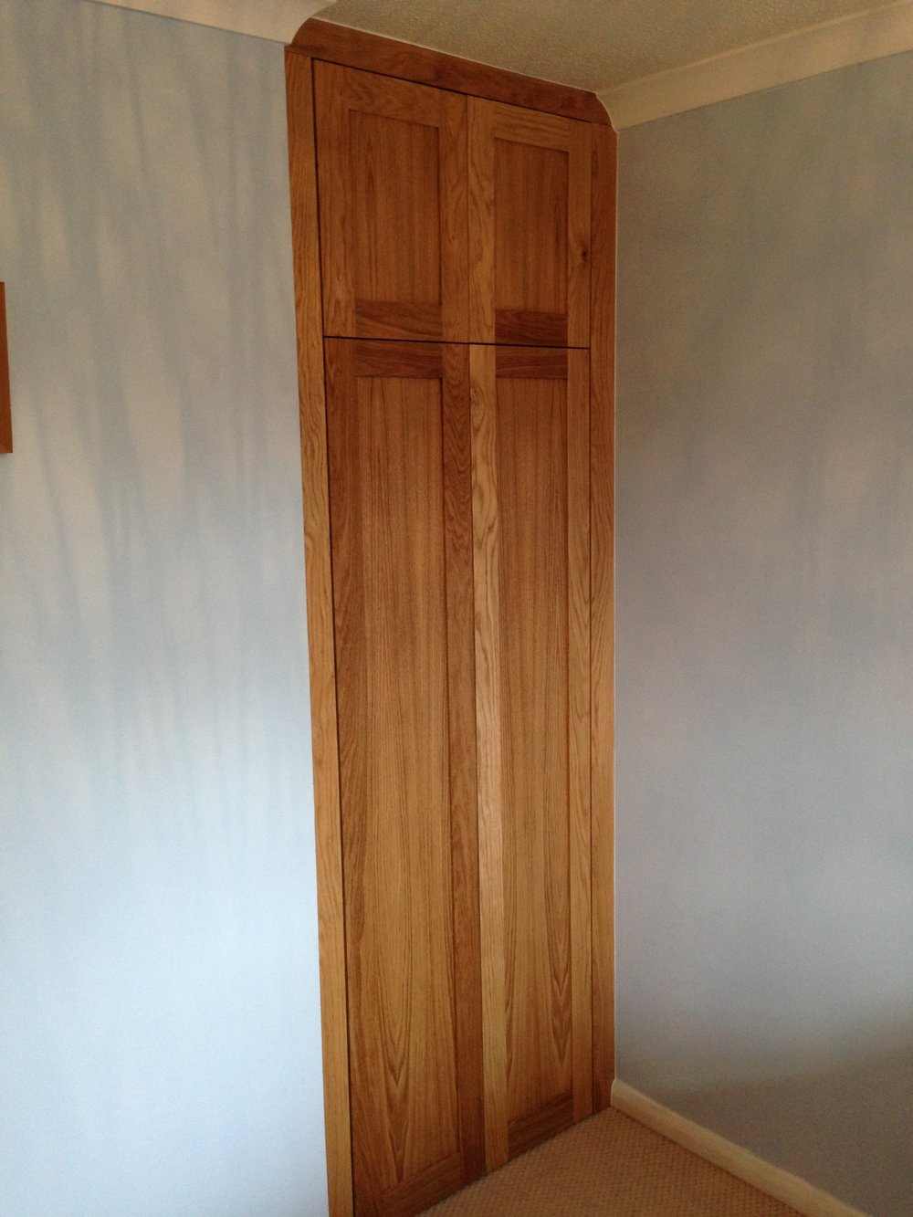 Wardrobe oak front.JPG