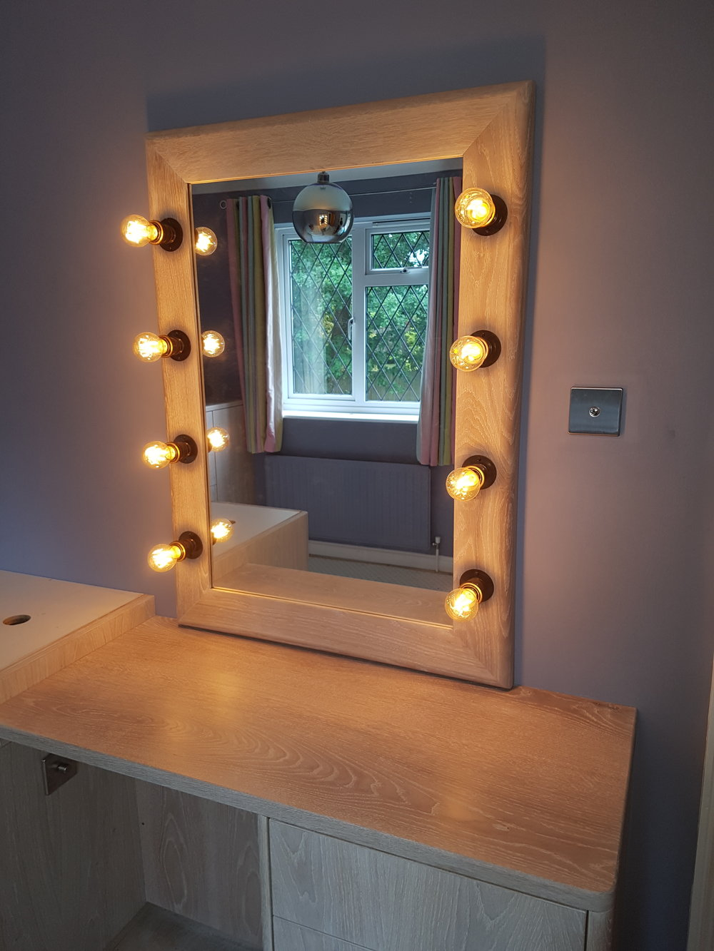 light up vanity mirror.jpg