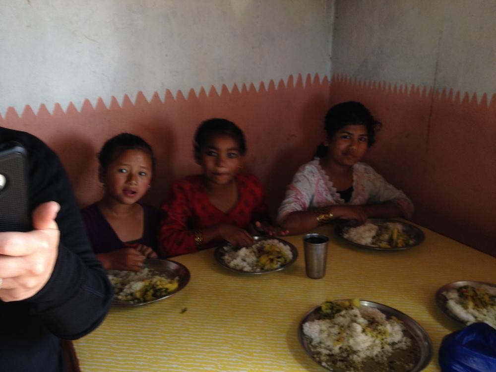 kids eating lunch.JPG