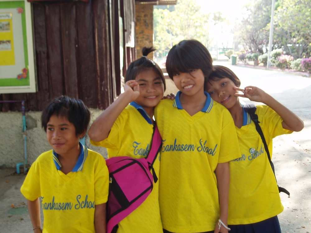Saraburi yellow girls.JPG