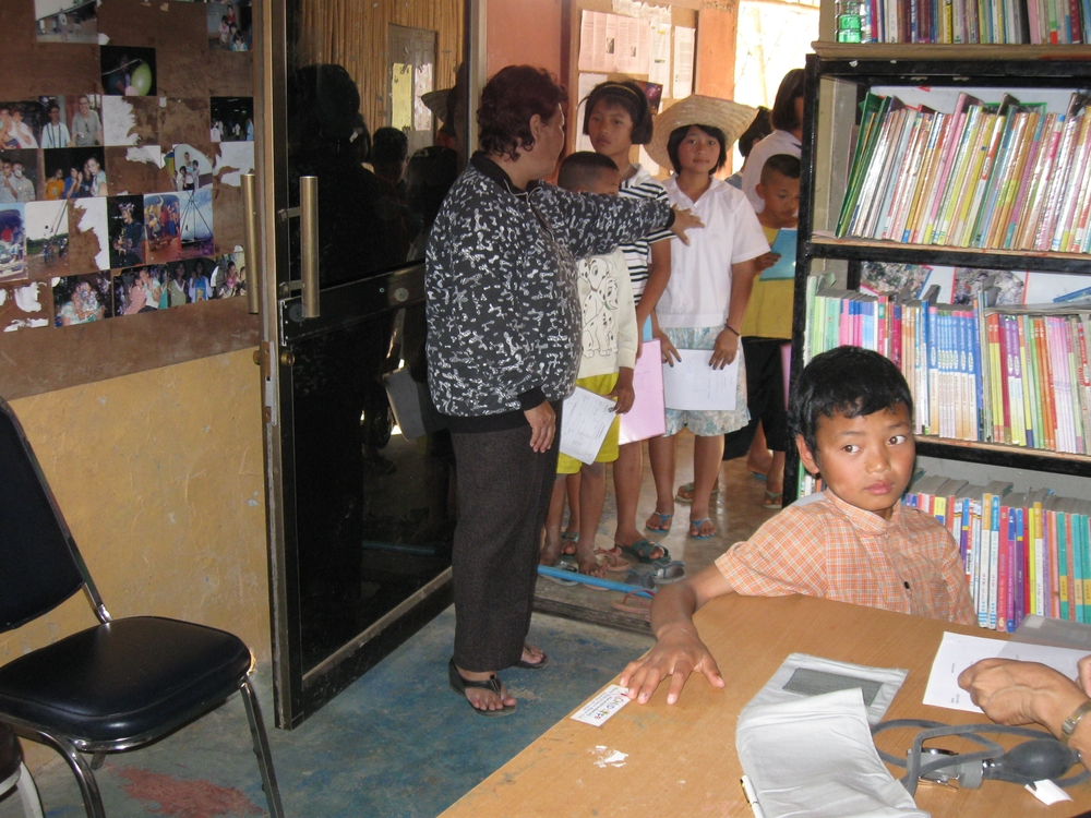 Rose lining up kids for clinic.JPG