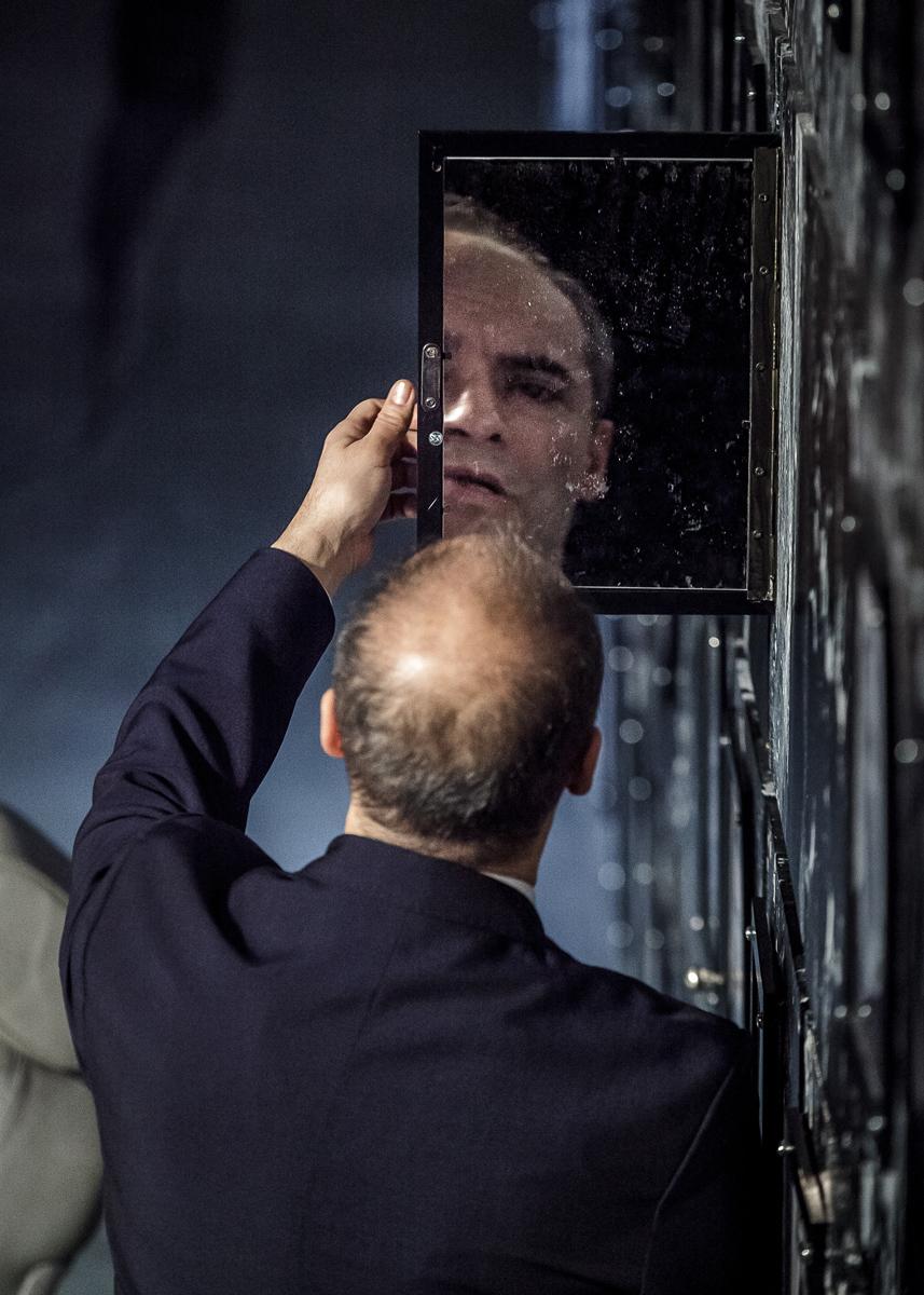 Holt lelkek (Radnóti Theatre 2013) -Péter Rudolf as Csicsikov