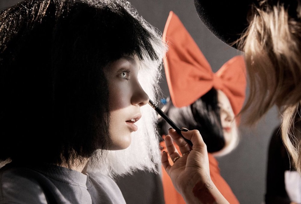 Maddie Ziegler  gets a touch-up on set