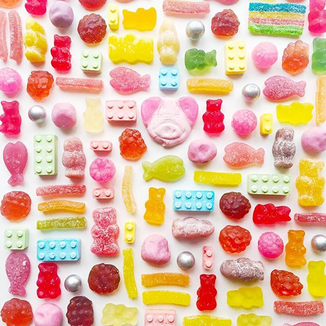 A delicious display of  procrastination 🍬 . . . #flatlay #flatlayfood #candy #edibleart #colorfulcandy #sweetstuff