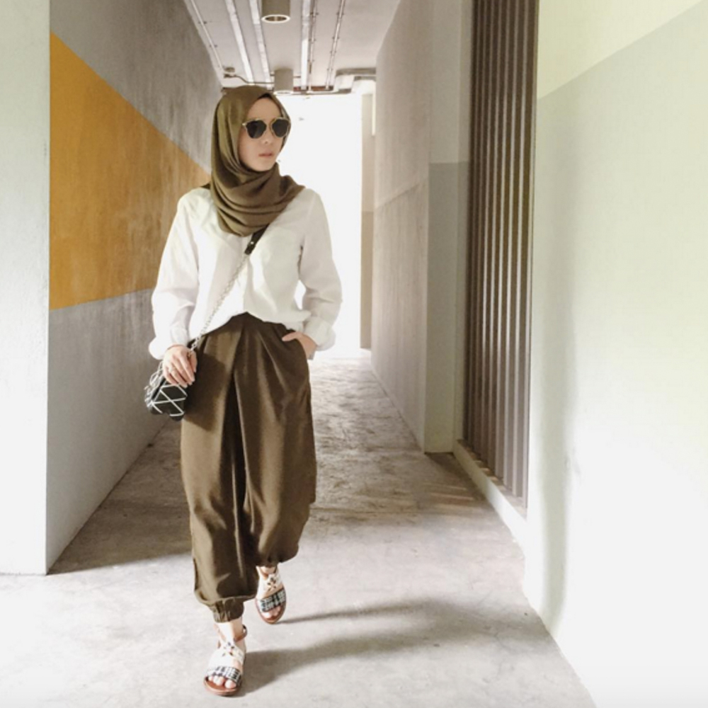 Vivy Yusof wearing FV basic's Kiara Pleated Pants (Pic: @fvbasics)