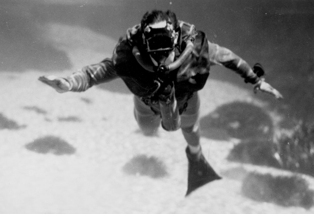 OSS Maritime Unit Diver pictured using Lambertson Amphibious Respirator Unit (LARU). Courtesy of CIA