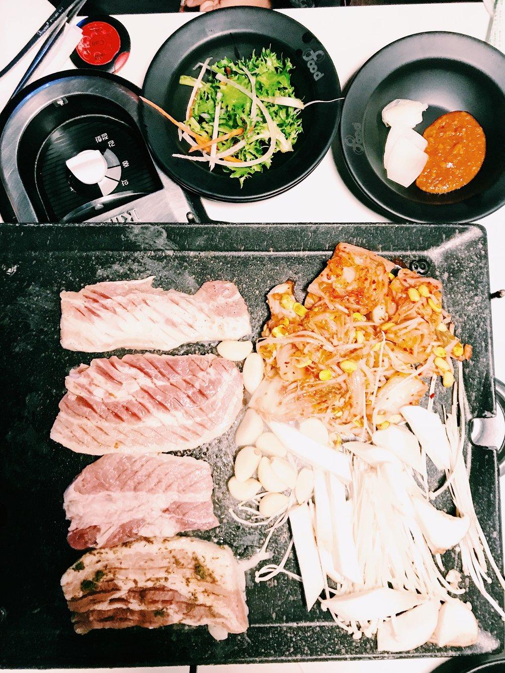 晚上去吃八色烤肉