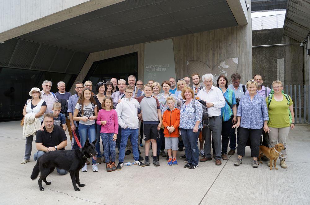 Das Orchester mit Familienangehörigen, Fördermitgliedern und 3 Hunden