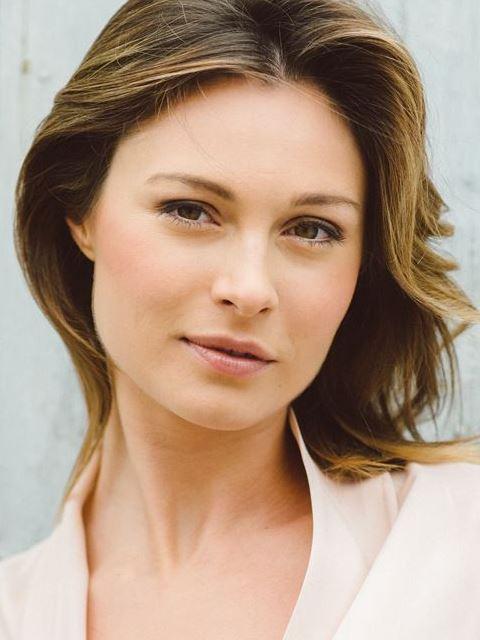 Julia Vogl as Julia