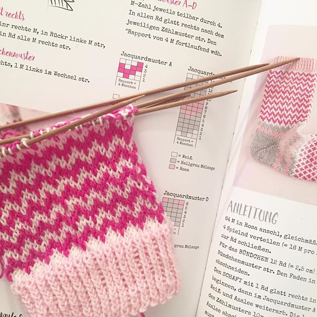 (slow) progress on #soxxno22 🙃 #stricken #soxxbook #stine_und_stitch #knitting #knitstagram #knittersofinstagram #instaknitting