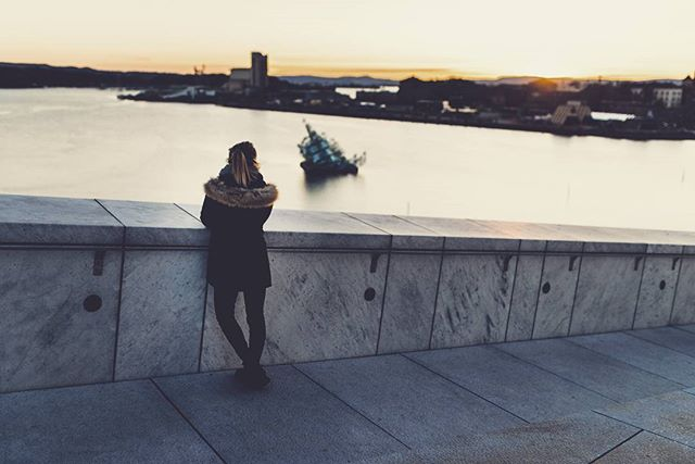 So much better to enjoy the beauties of traveling with a loved one. 🇳🇴👫 #travel #norway #amazing #view #sunset #oslo #scandinavia #opera  #travelawesome #traveling #wanderlust #instagood #instatravel #travelgram #exploring  #explorenorway #travelnorway
