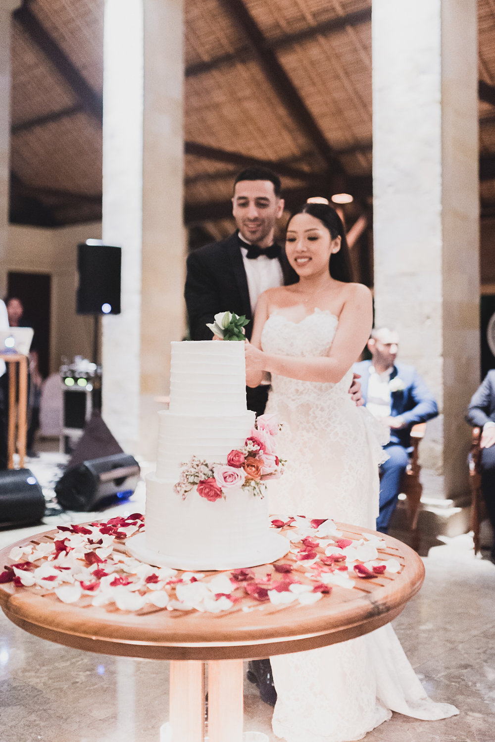 cutting wedding cake bali
