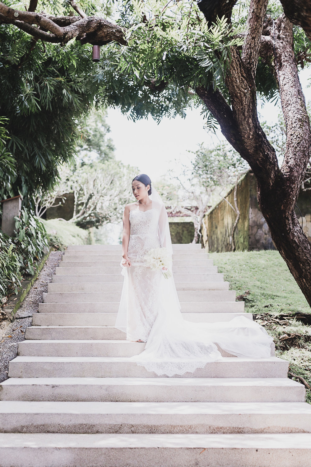 dress-wedding-bali-bride