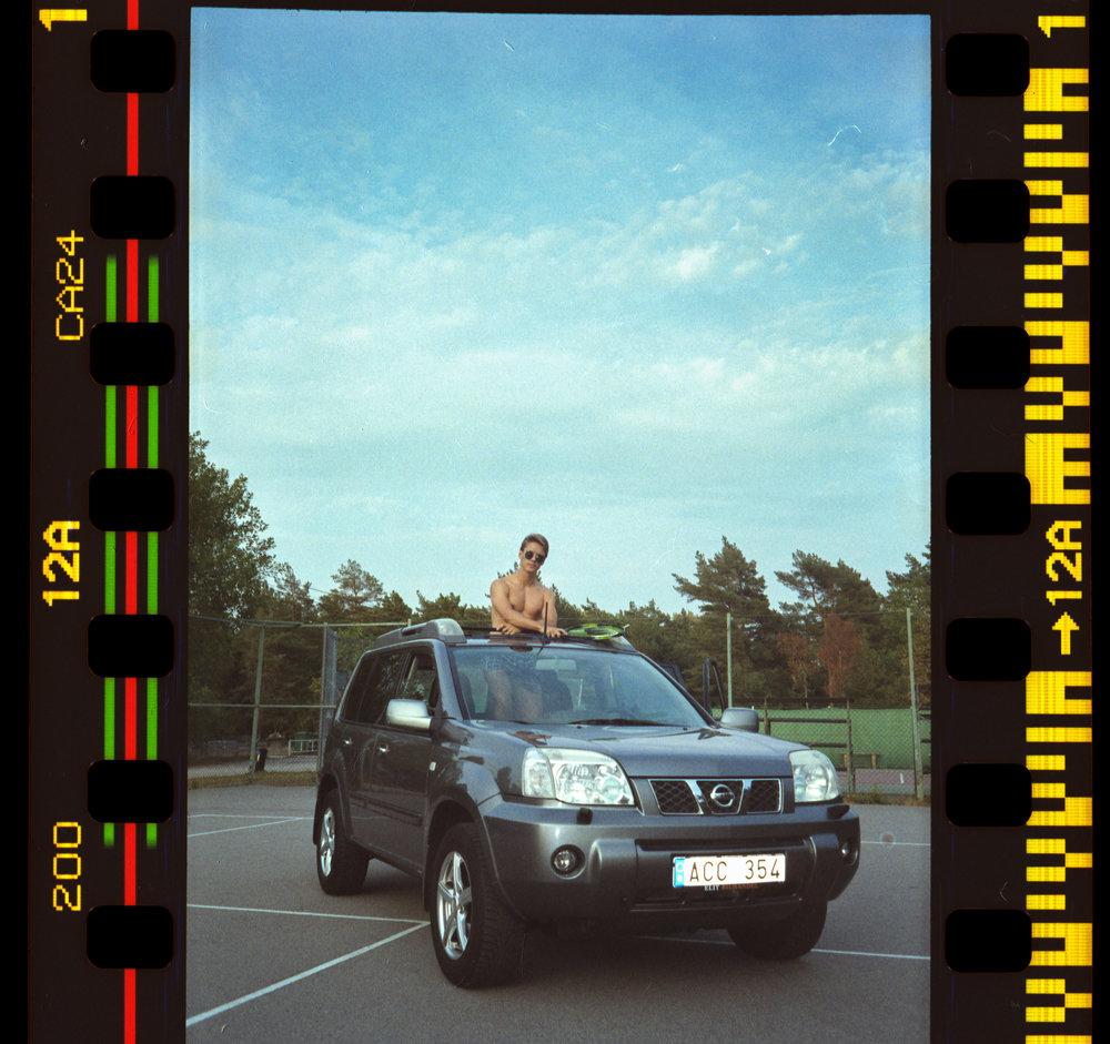 X-trail Court / Fuji c200 / Olympus Mju I