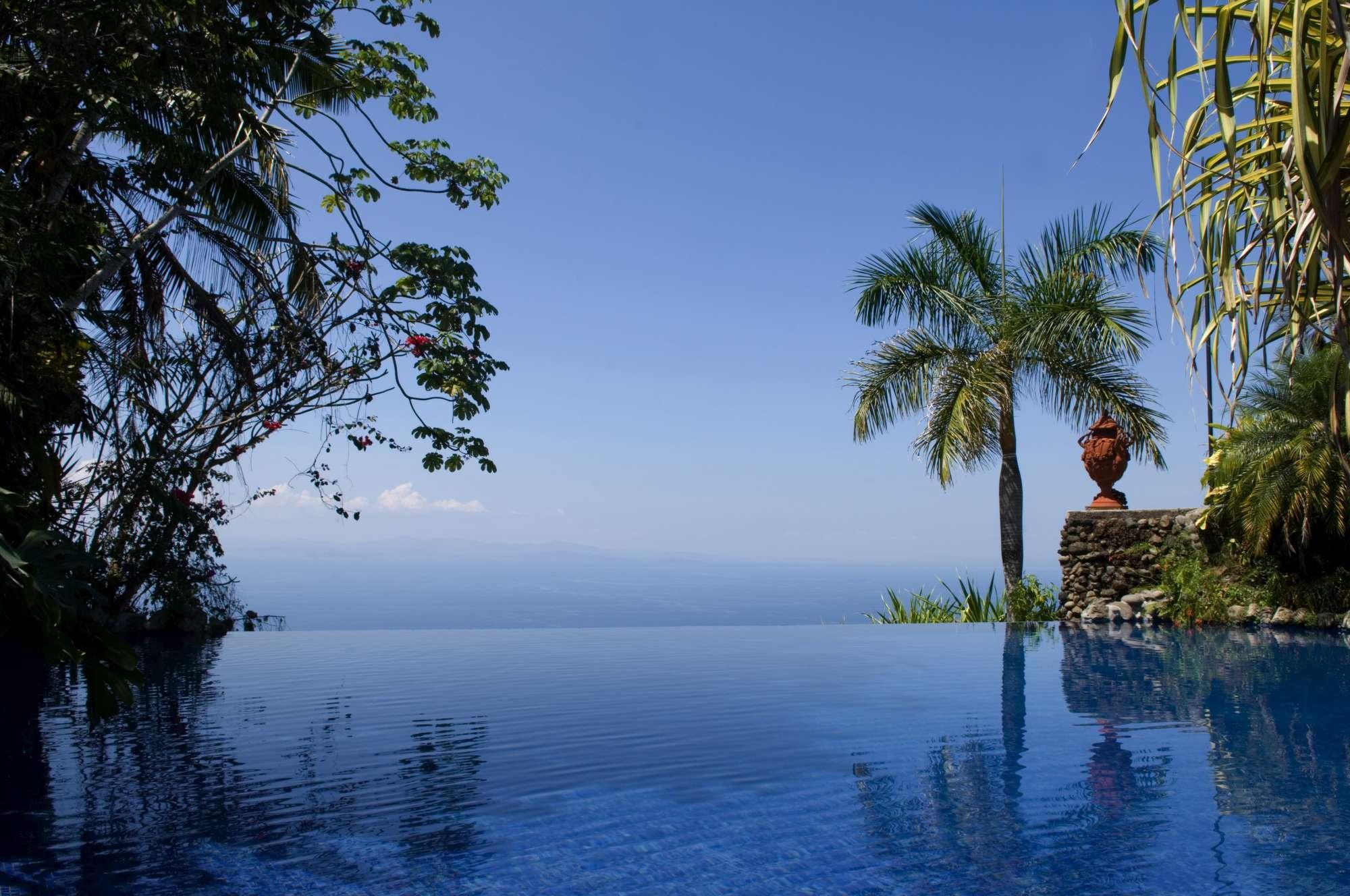 Villa Caletas infinity pool