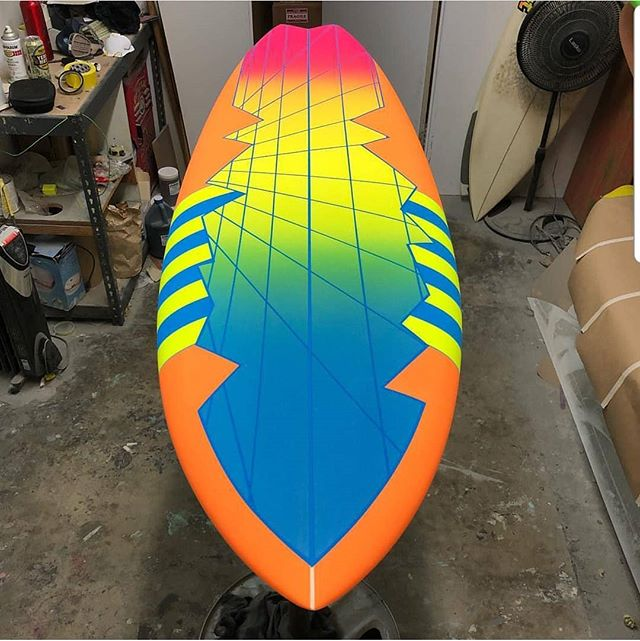 @mr._martz spent a month one day taping off this Eighties revival custom order. @watermansguild @surfboardsbyclutch @greggae13 @usblanks