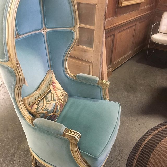 Crazy about this custom Baroque canopy balloon throne chair ❤️ The white washed oak wood with custom dusty blue velvet upholstery is to die for!!!!!!! #original #oneofakind #interiordesign #custom #livingroom #interiordesigner #revivaldesign #baroque #instainteriors #instadesign #instaportland #portlanddesign #interiordecor  #interiorstylist #livingroomdesign #decor #luxury  #vintagedesign #mystyle #portlandinteriordesign #portland