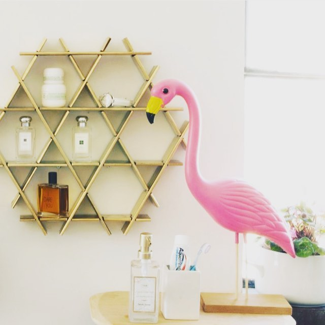 As I was looking for wall shelving today on etsy, I discovered @ruche_shelving_unit designs!!! It's perfect for the urban space I'm curating. So many reasons to love this piece: it's beautiful gold finish, its made with eco-sustainable materials, it's handmade, comes in different sizes and it's hexagonal shape (inspired by a bee hive)!!!! #original #oneofakind #handmade #handcrafted #handmadeinteriors #interiordecor #interiordesign #interior #interiors #instadesign #indiedesigner #art #accessories #bookshelf #shelves #decor #glam #luxury #livingroom #modern #hexagon #portland #portlandinteriordesign #instaportland #revivaldesign