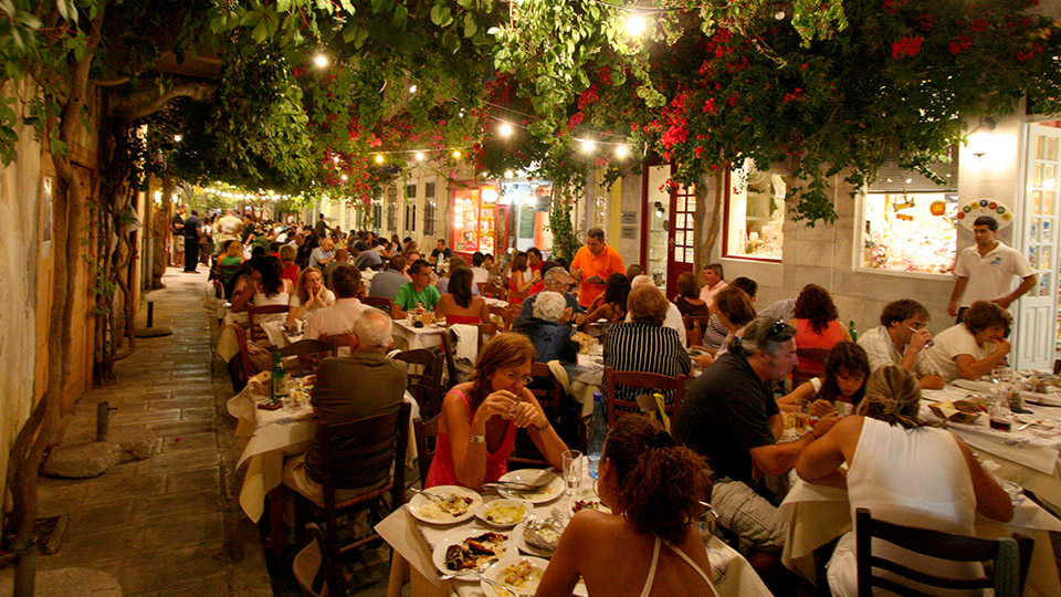 Greece7_Syros_dinner.jpg