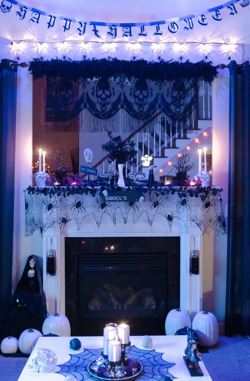 HalloweenMantle.jpg