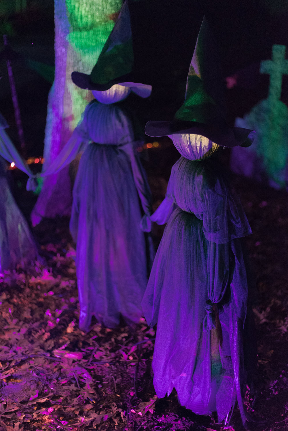 The glowing heads are just the right amount of spooky!