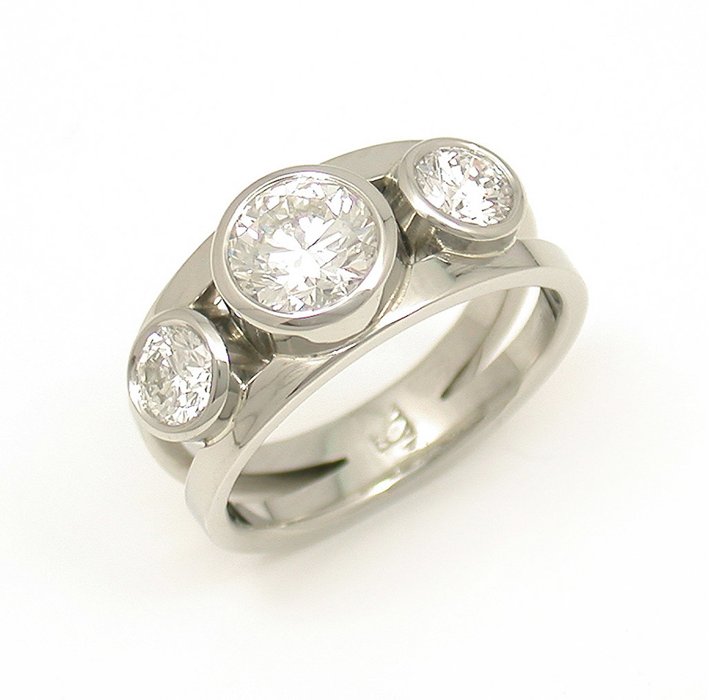 Symmetric 3-Stone Split RIng