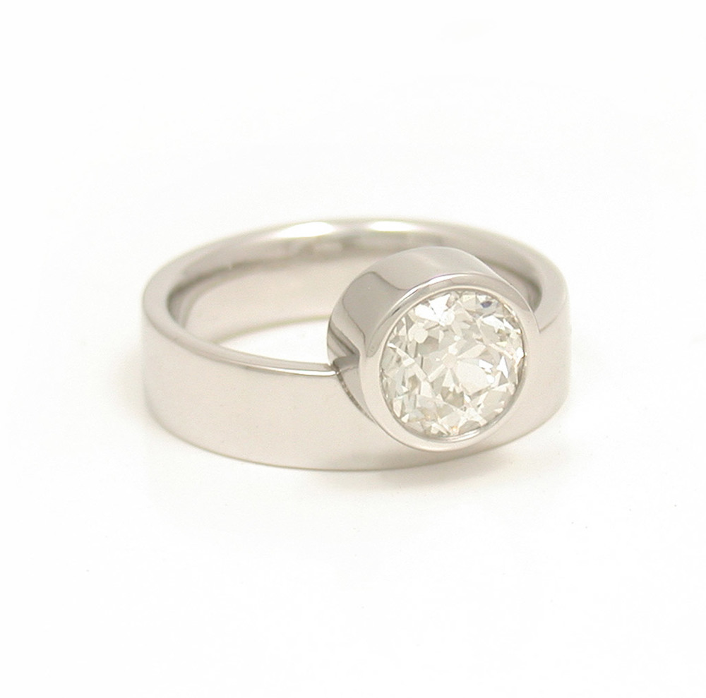 Off-Side Chunky Diamond Solitaire