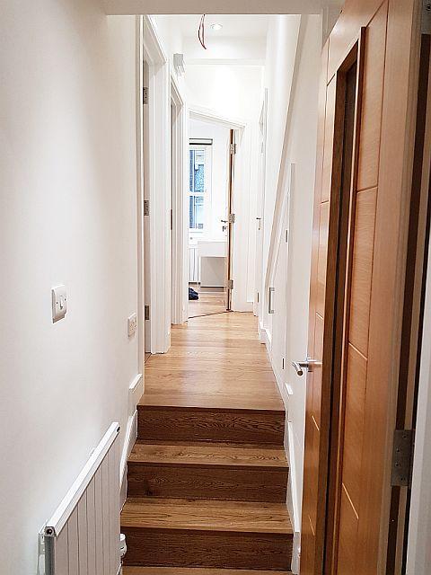 32-KnoxSt-Hallway (1).jpg