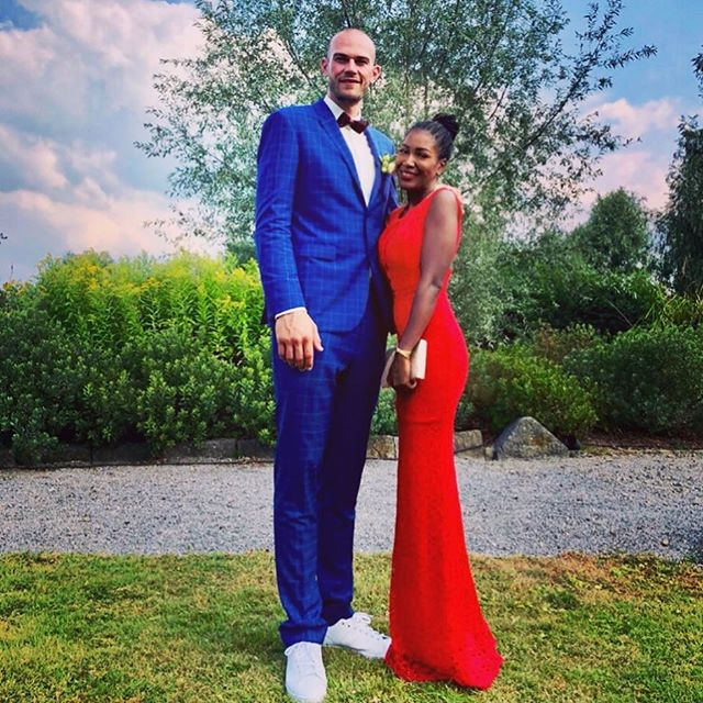 To love and be loved ❤️ #weddingday #weddingflow #bestfriend #bestman #weddingseason #mywife #ladyinred #suited #belgium