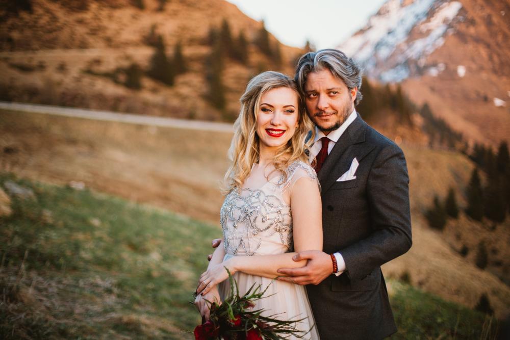 Brescia wedding photographer. русский фотограф в италии на озере кого. Wedding couple in Italy mountains Brescia.