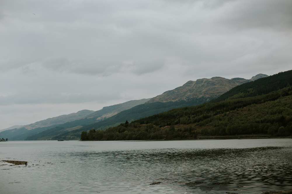 romantic and natural  wedding photography in loch lomond