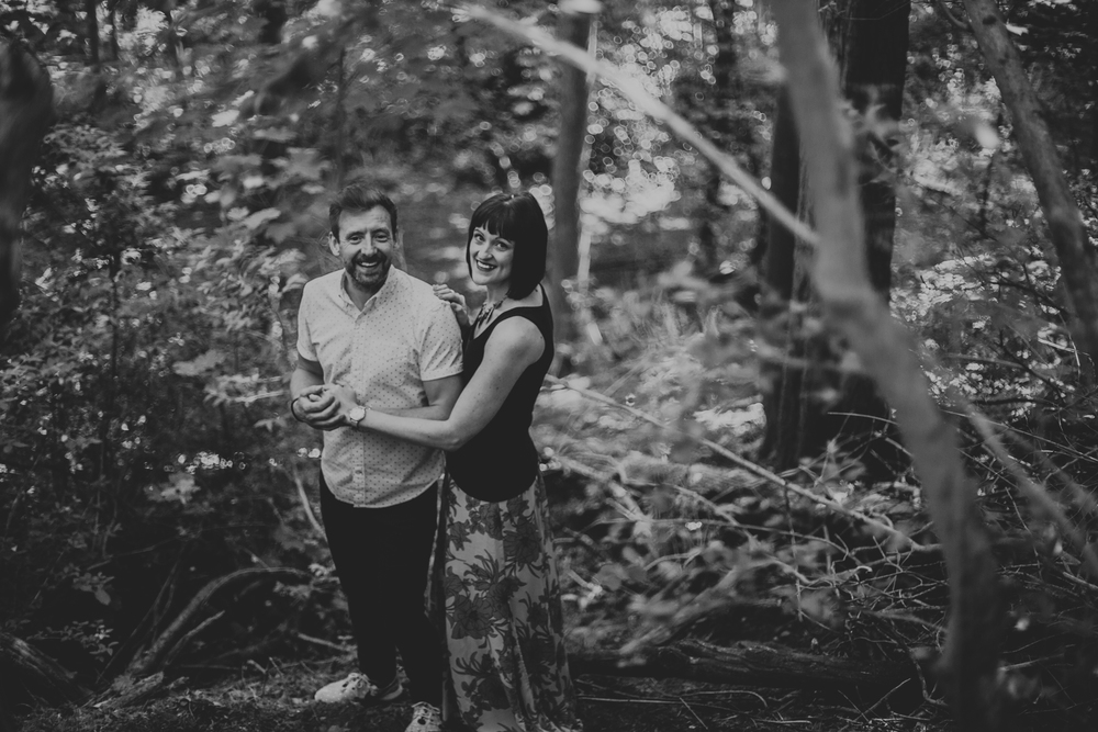 romantic and beautiful wedding photos glasgow, engagement session in west end