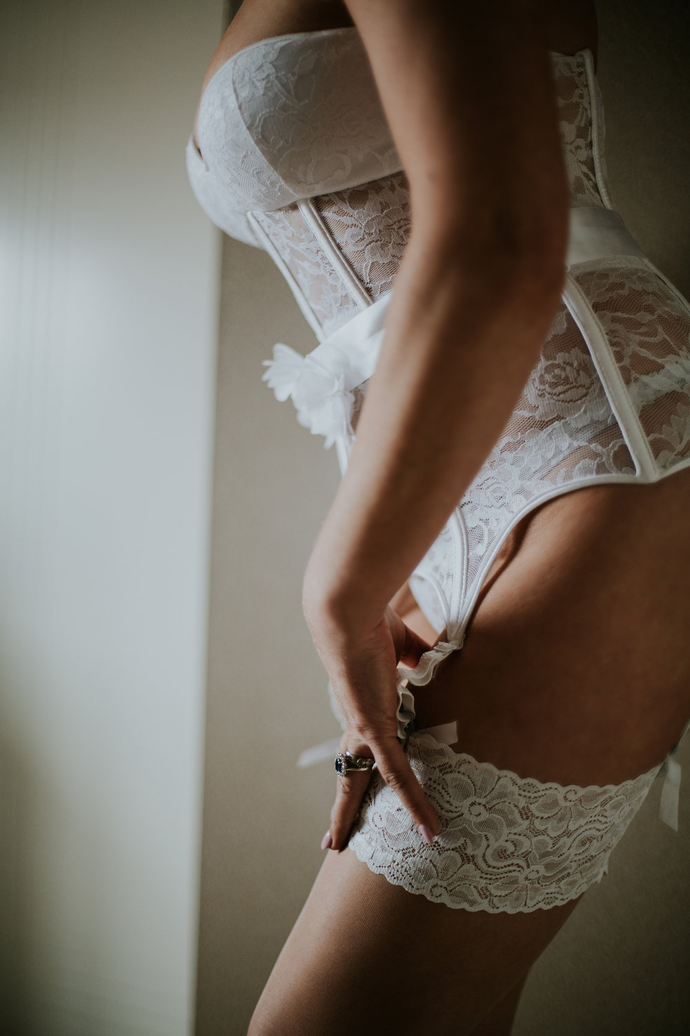 Bridal boudoir in Glasgow. Female boudoir photographer.