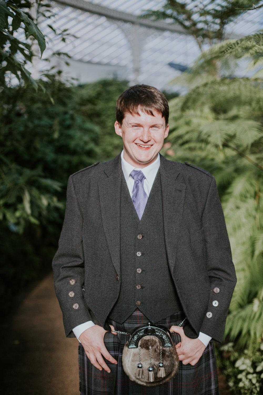 Groom's portrait at the Botanic Gardens in Glasgow