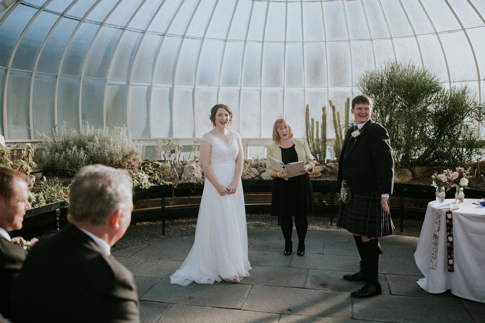 Relaxed wedding ceremony at the Botanic Gardens in Glasgow