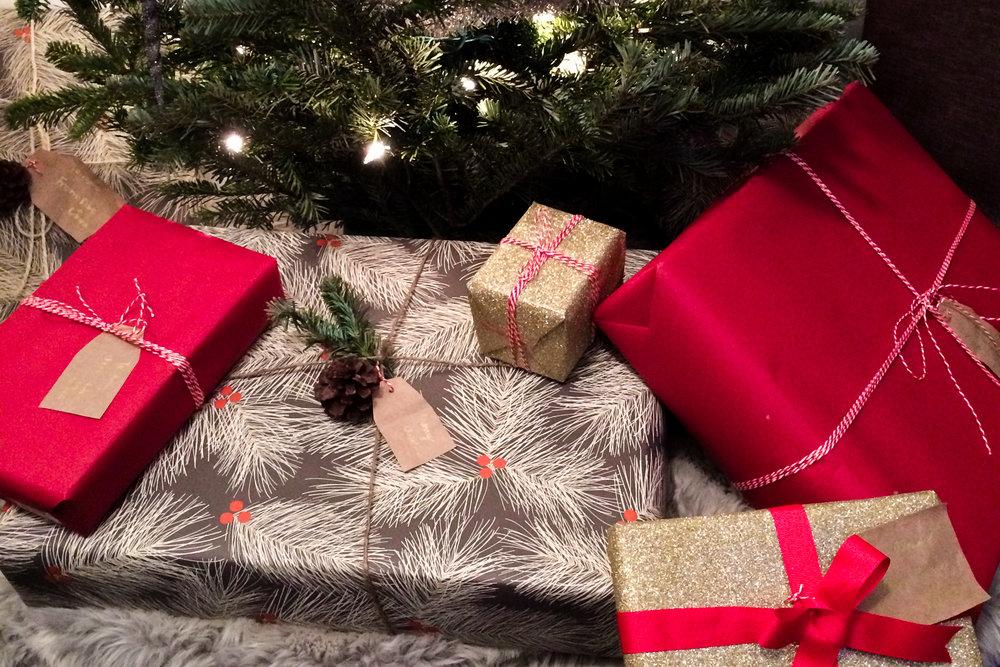 Present_under_the_tree