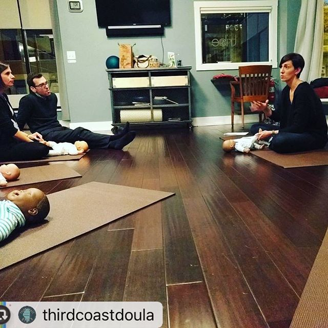 After a day of being reminded how much love we need to share, it was so great to be able to share #infantmassage with @thirdcoastdoula 123 parent class ❤️ #thirdcoastbirth #urbanbabyzen #123parenting #chicagobaby #newparents #prenatalclass #chicagoparent
