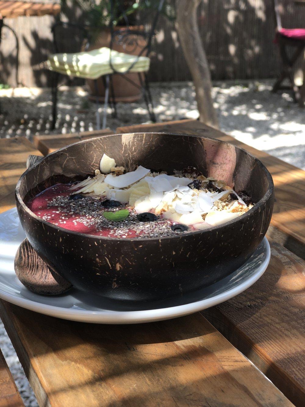 Acai bowl at S'hortet