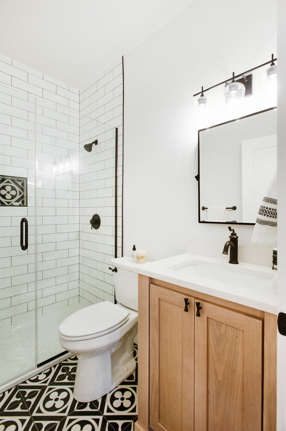 Guest bath // I just love these printed tile floors!