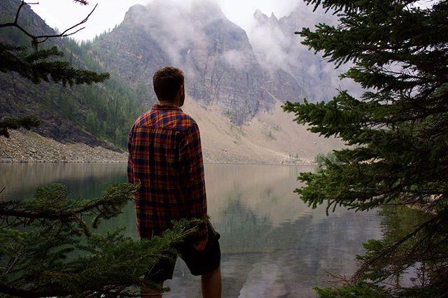 Peace in the mountains ⛰ . 📷 @teresajanelle2 📷 . . . #lakeagnesteahouse #lakeagnes #lakelouise #banff #banffnationalpark #rockymountains #canadianrockies #mountainhiking #lovenature #exploremore #borealnorth