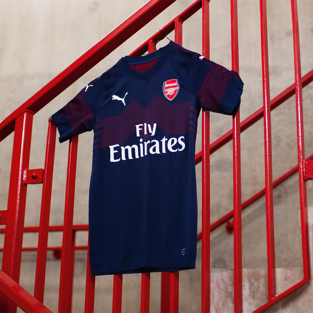 arsenal-away-18-19_0002_18aw_consumerts_football_afc18-19_location15_0074_2000x2000px.jpg