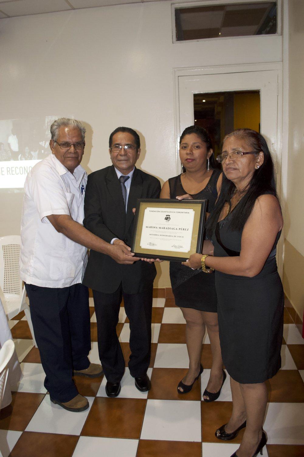 Reconocimiento póstumo a la Excma. Sra. Marina Maradiaga (Q.E.P.D.)   Entregado por el Presidente FOCO