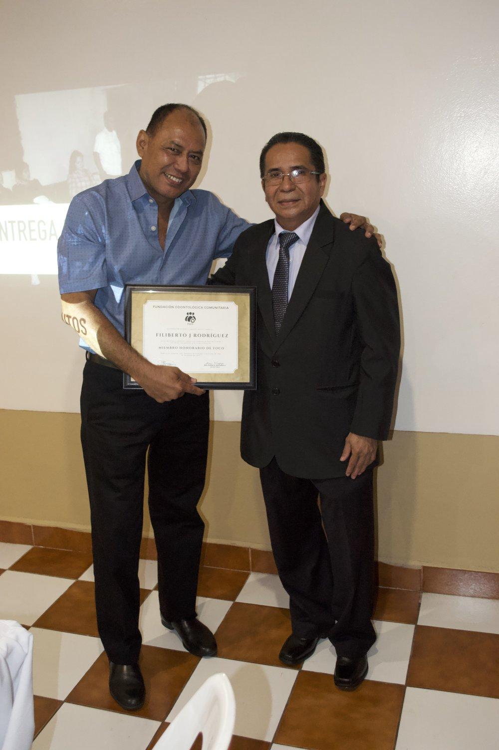 Reconocimiento al Lic. Filiberto Rodríguez   Entregado por el Presidente FOCO