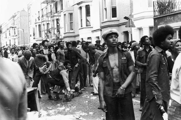 Disturbios en Notting Hill durante los carnavales de 1976